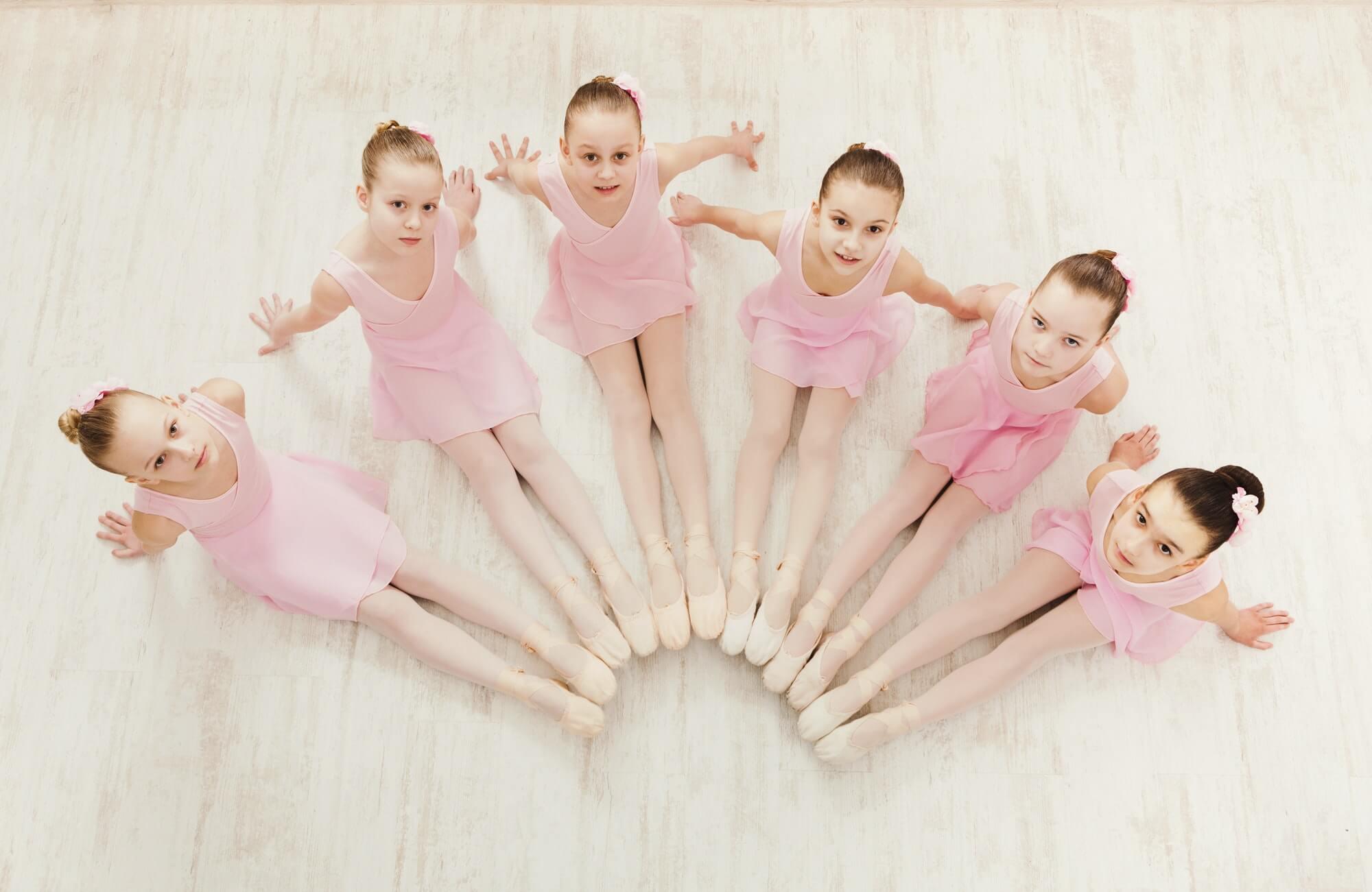 little-girls-dancing-ballet-in-studio